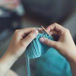 Jak robić na drutach – poradnik dla początkujących